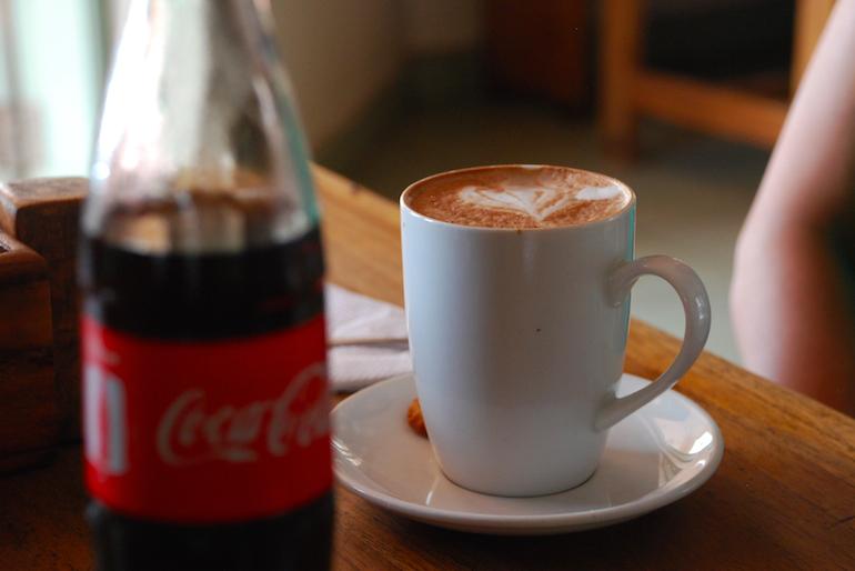 Cappuccino im KNCU in Moshi am Kilimanjaro