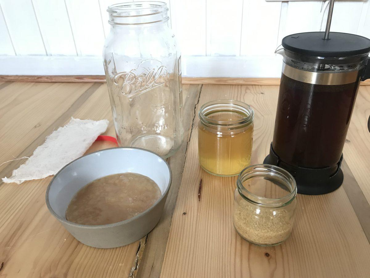 Kaffee und Kombucha, oder das gesündeste Erfrischungsgetränk für den Sommer